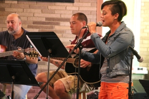 Kileigh Su Leads Worship at Heart 4 The City
