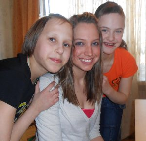 Mission volunteer with Ukrainian girls