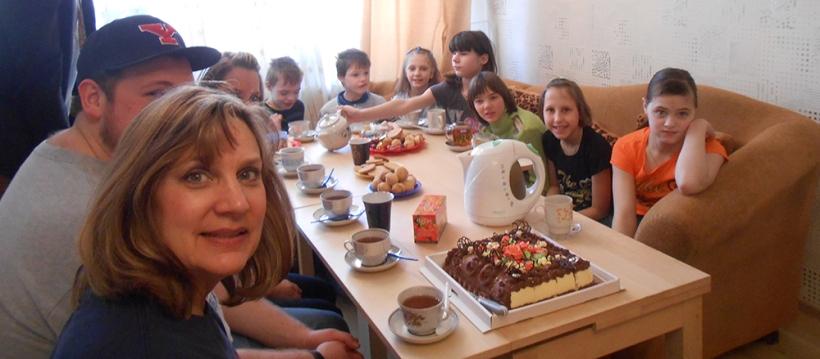 Ukrainian children and UMVIM volunteers