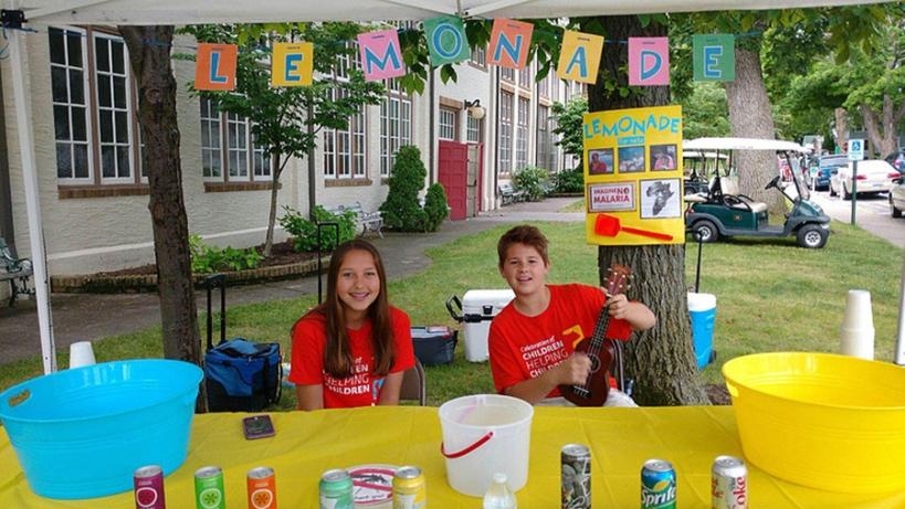 Molly and Logan at their lemonade stand.